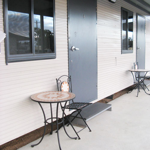 motel accommodation darlington point outdoor seating